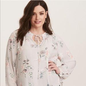 NWT TORRID tunic blouse with tie front floral Sz 2